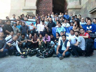Periodistas exigieron esclarecer la muerte violenta de dos periodistas en Suchitepéquez. (Foto Prensa Libre: Beatriz Tercero)