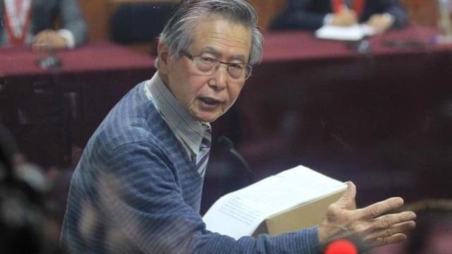 Alberto Fujimori, de 78 años, fue internado en la misma clínica en enero para tratarse un mal en la columna. (Foto Prensa Libre: EFE)