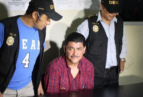 Marlon Puente  pasó la noche en la carceleta de la Torre de Tribunales, a la espera de rendir su primera declaración.