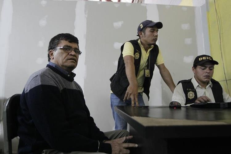 Arnoldo Medrano se encuentra en la División Especializada en Investigación Criminal (DEIC) zona 1 (Foto Prensa Libre: Edwin Bercián)