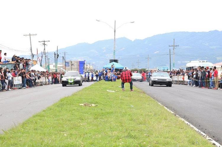 La Autopista Los Altos fue cerrada por varias horas para desarrollar las competencias. (Foto Prensa Libre: Raúl Juárez)
