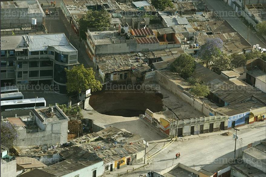 23/02/2007 Vista aérea del hundimiento en el  Barrio San Antonio, zona 6. (Foto: Hemeroteca PL)