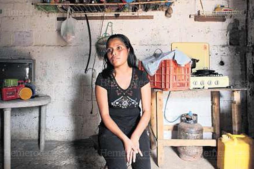 05/05/2013. Mirna Chen esta desesperada porque le está costando sobrevivir con sus tres hijos. (Foto: Hemeroteca PL)