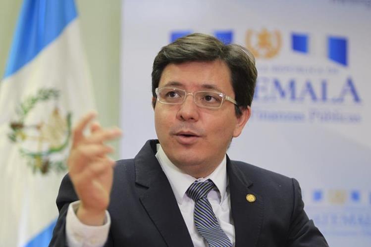 Julio héctor Estrada, ministro de Finanzas, aseguró ayer que lo recibido de AG impactará de forma positiva en la recaudación. (Foto Prensa Libre: Edwin Bercián)