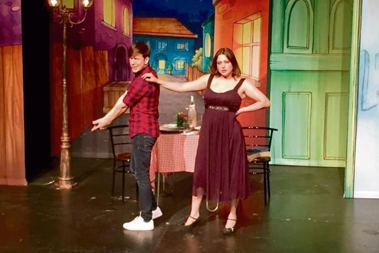 Enredos y mucho amor ofrecen los actores en escena.