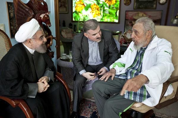 Fidel Castro, (d) conversa con el presidente iraní, Hassan Rouhani en La Habana, Cuba.(AFP).