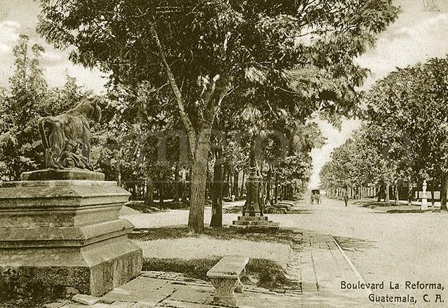 """""""Boulevard"""" hoy Avenida de la Reforma a principios del siglo XX. (Foto: Hemeroteca PL)"""
