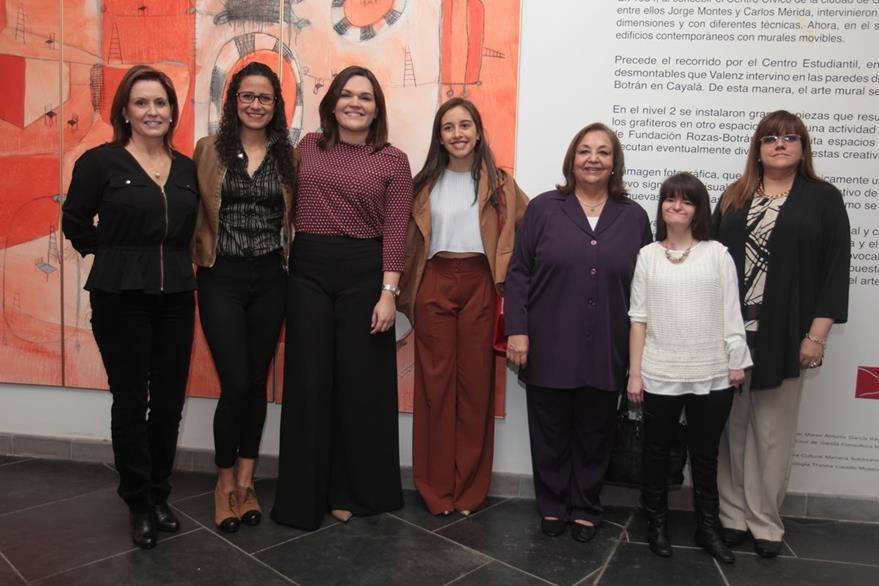 Colaboradoras de la Fundación Rozas Botrán.  (Foto Prensa Libre: Edwin Castro)