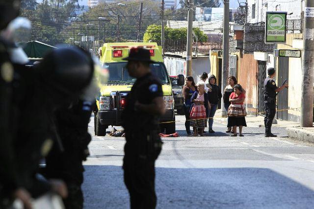 Vecinos se alarmaron con la presencia de bomberos y PNC en la correccional.