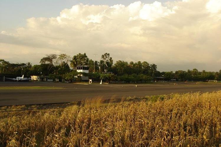 Las pistas de Izabal y Retalhuleu son utilizadas para vuelos nacionales, y se ampliarían para que funcionen como aeropuertos internacionales. (Foto Prensa Libre: Hemeroteca PL)