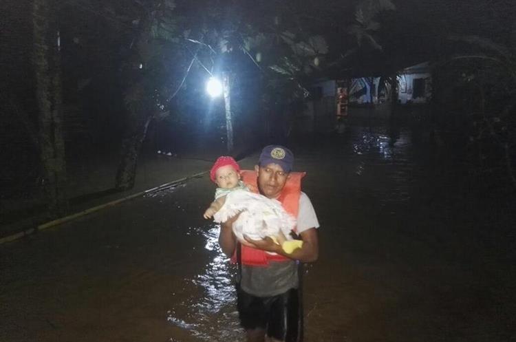 Varias personas fueron evacuadas por CONRED.