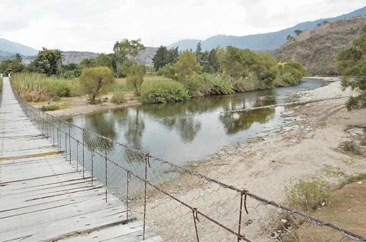 Contrabando por el paso del río Suchiate, en la frontera Tecún Umán.
