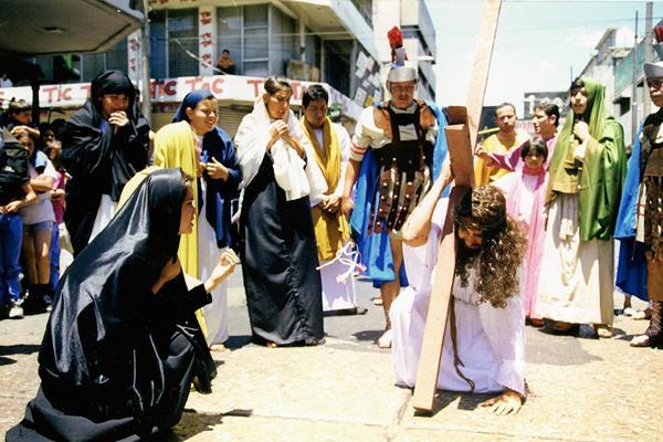 El populoso Paseo de la Sexta de la zona 1 se convertirá en Vía Dolorosa con la obra Jesús de Nazaret, que presentará la Compañía de Teatro Bravo, este Viernes Santo a partir de las 8.30 horas.