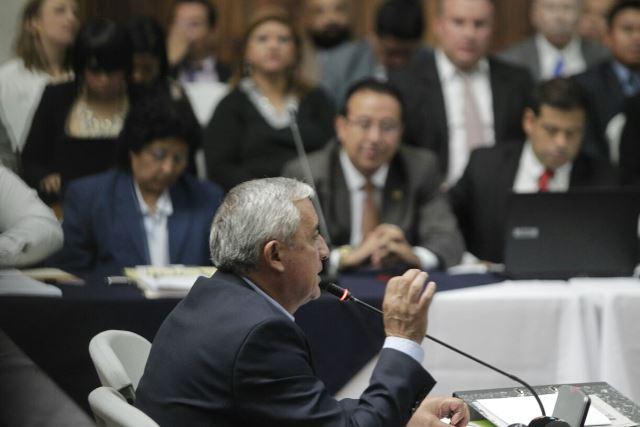 El expresidente Otto Pérez Molina declaró ante el Juzgado de Mayor Riesgo B, durante una hora y 30 minutos. (Foto Prensa Libre: Edwin Bercián)