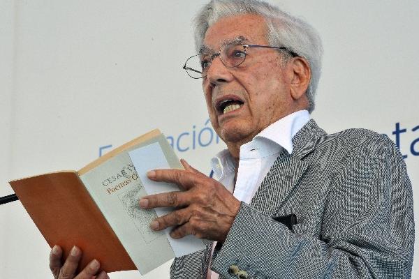 <p>Mario Vargas Llosa abrió lectura de poesía en Día de las Palabras</p>