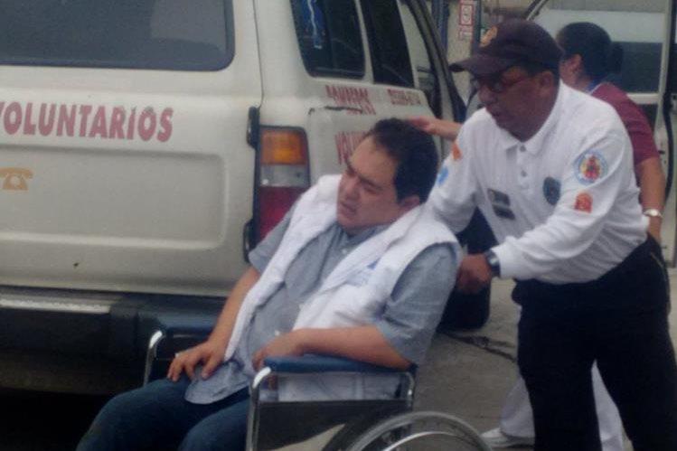 Uno de los heridos en accidente de la ruta Interamericana, es trasladado al HRO de Quetzaltenango.(Foto Prensa Libre: Stereo 100 Xela)