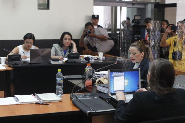 Defensa de Daniela Beltranena y MP atentos a la ampliación de declaración. (Foto Prensa Libre: Paulo Raquec)