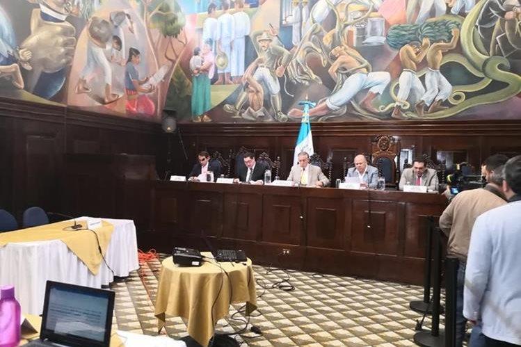 La Comisión Pesquisidora discutió la posibilidad de adelantar la presentación del informe circunstanciado. (Foto Prensa Libre: Carlos Álvarez)