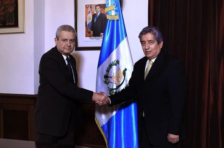 Osmar Rodas es juramentado como viceministro de Infraestructura. (Foto Prensa Libre: Gobierno de Guatemala).