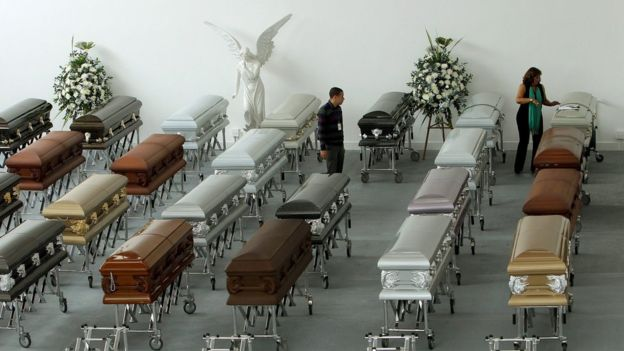 En el accidente murieron 71 personas, de las 77 que iban a bordo del avión. Y sobrevivieron seis.  EPA