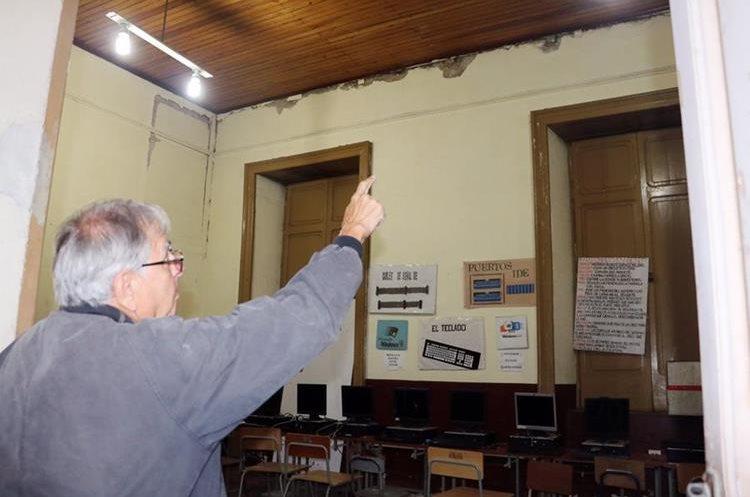 Asturias muestra daños en el interior del Invo. (Foto Prensa Libre: Carlos Ventura)