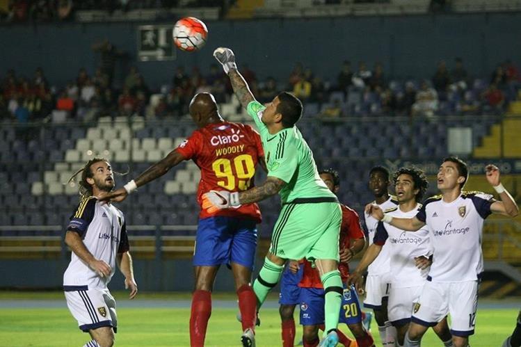 Los rojos no superaron su primera prueba de fuego de la temporada. (Foto Prensa Libre: Jesús Cuque)