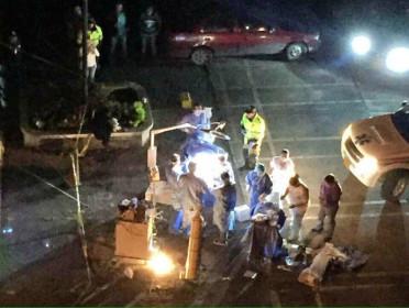 Un grupo de médicos montaron un quirófano en la calle. (Foto Prensa Libre: Colprensa)