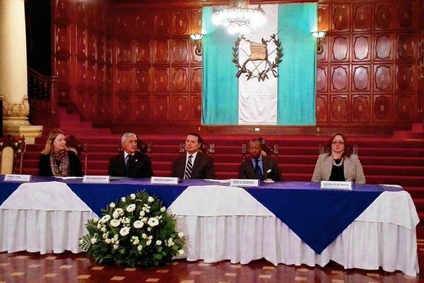 El presidente Otto Pérez Molina fue el testigo de honor en la firma del convenio para recibir una donación de MCC, en un acto en el Palacio Nacional de la Cultura.