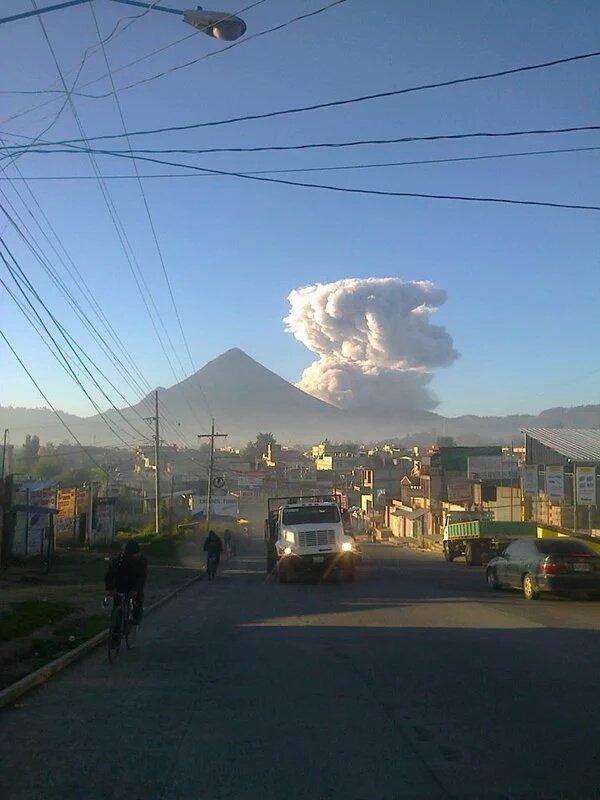 Incremento de actividad del volcán Santiaguito es monitoreada por el Insivumeh.