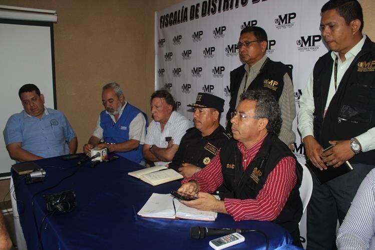 Integrantes de distintas instituciones informan acerca del plan de seguridad para comicios. (Foto Prensa Libre: Óscar González)