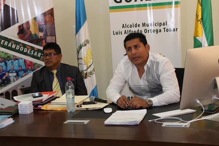 Autoridades ediles de Gualán, Zacapa, dan a conocer problemas por deuda energética. (Foto Prensa Libre: Julio Vargas)