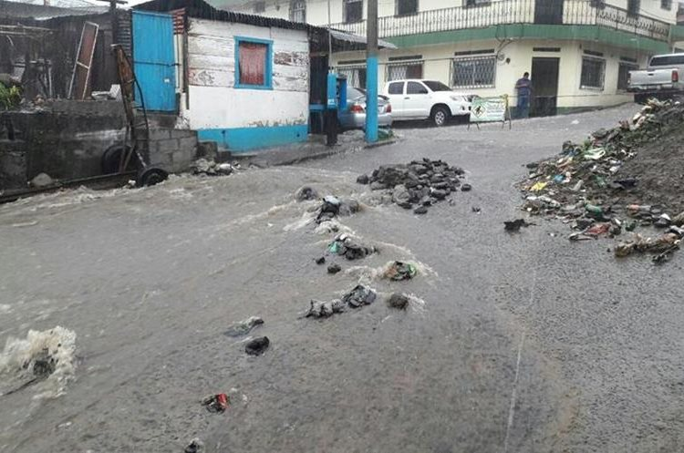 En Coatepeque se registró inundaciones en algunas calles. (Foto Prensa Libre: @CRGuatemalteca).