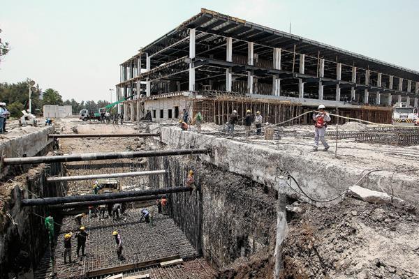 Así luce este viernes los trabajos de remodelación del Autódromo Hermanos Rodríguez en Ciudad de México. (Foto Prensa Libre: EFE)