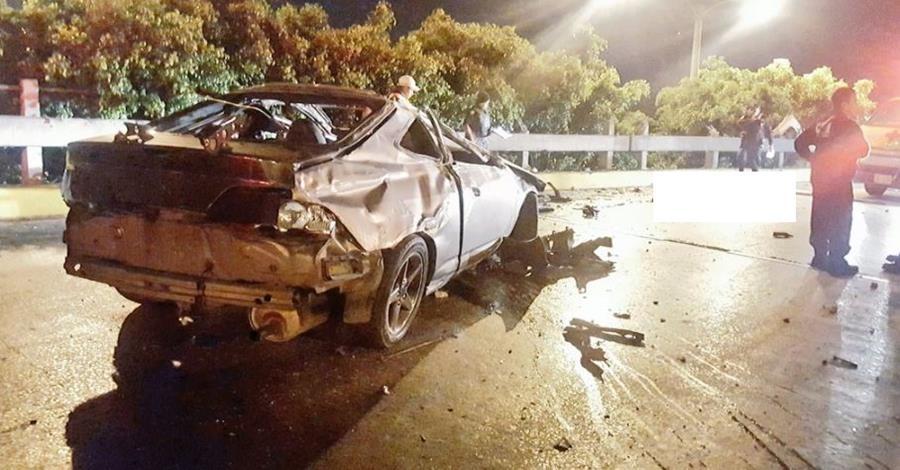 Víctima mortal de accidente en puente Castellana no llevaba cinturón de seguridad. (Foto Prensa Libre: J. Velásquez)