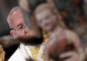 """El papa Francisco pide """"prudencia"""" ante la llegada de Donald Trump al poder de EE. UU. (Foto Prensa Libre: AFP)."""
