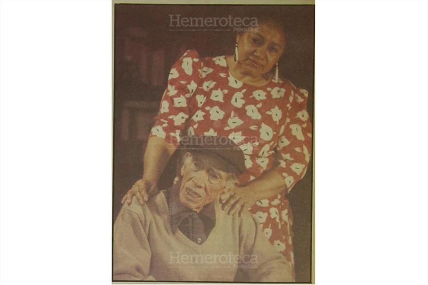 15/02/1992 El periodista David Vela Salvatierra acompañado de su esposa, poetisa Martha Julia Gamboa de Vela. (Foto: Hemeroteca PL)