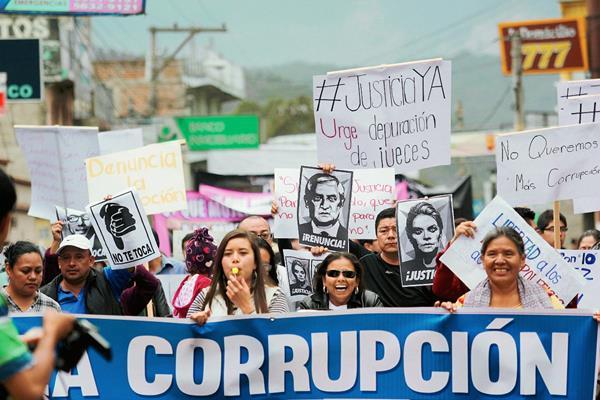 Miles de guatemaltecos manifestaron ayer en contra de la corrupción. (Foto Prensa Libre: Hemeroteca PL).