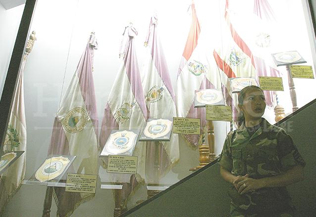 Las diferentes banderas que ha tenido la República son parte de la exhibición del Museo. (Foto: Hemeroteca PL)
