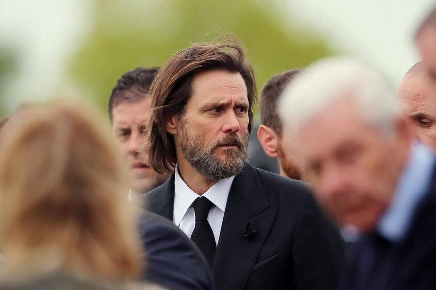 Jim Carrey, se unió a los dolientes de Cathriona White.  (Foto Prensa Libre: AP).