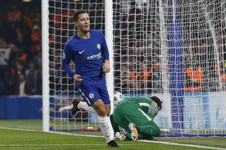 Eden Hazard celebra después de marcar el segundo gol.