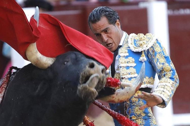 """Iván Fandiño no pudo sobreponerse a la cornada que el toro """"Provechito"""" le dio en Francia, donde falleció horas despúes. (Foto Prensa Libre: ARCHIVO EFE)"""