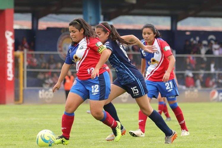 Deportivo Xela y Unifut se enfrentaron hace dos semanas en el estadio Mario Camposeco por el título nacional que ganó el cuadro capitalino. (Foto Prensa Libre: Raúl Juárez)<br />
