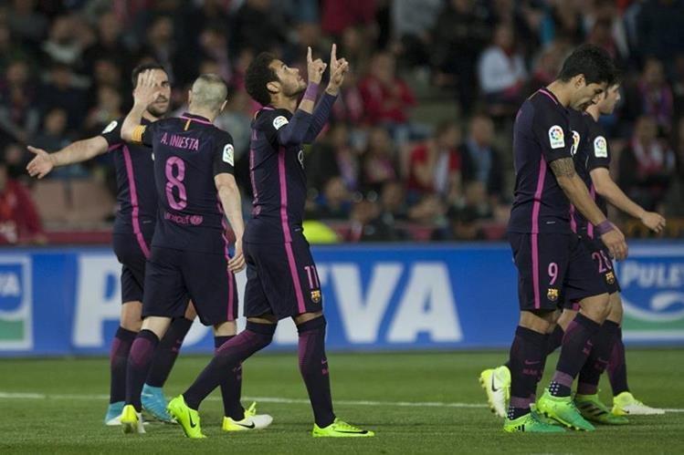 El brasileño Neymar anotó contra el Granada su gol número cien con la camiseta del FC Barcelona. (FOTO PRENSA LIBRE: AFP).
