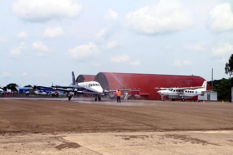 La semana pasada se inauguró el aeropuerto internacional de Retalhuleu. Con ello se busca promover unos 10 mil turistas al año por esa vía. (Foto, Prensa Libre: Rolando Miranda)