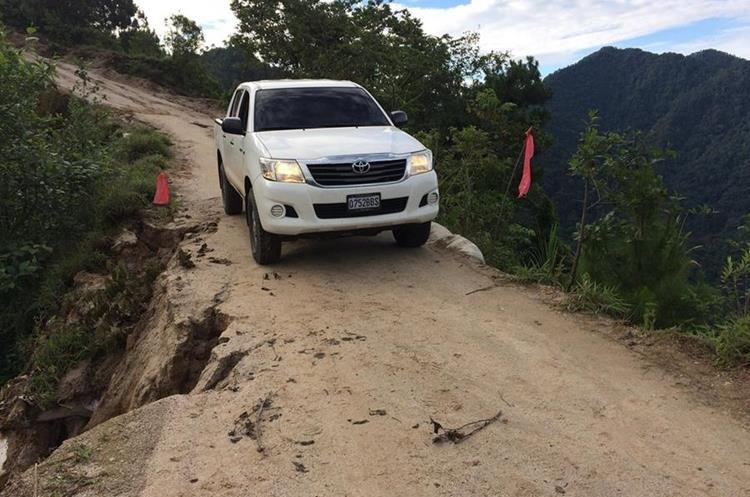 Una de los tramos que se encuentra en mal estado. (Foto Prensa Libre: Ángel Julajuj)