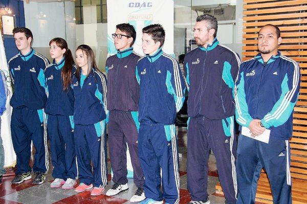 Este es el grupo de atletas y entrenadores que representará a Guatemala en Sudamérica. (Foto Prensa Libre: Cortesía COG).
