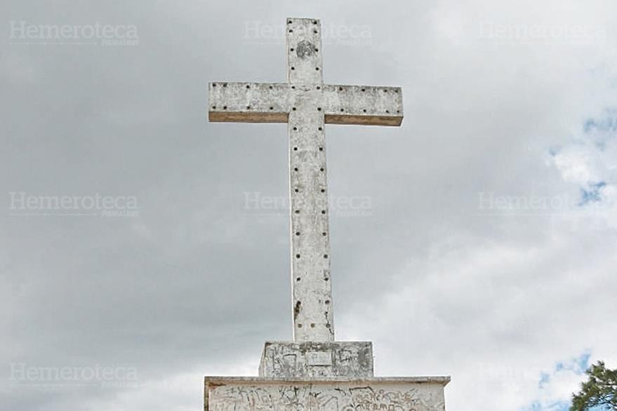 04/01/2009. Cruz del Cerro Colorado. (Foto: Hemeroteca PL)