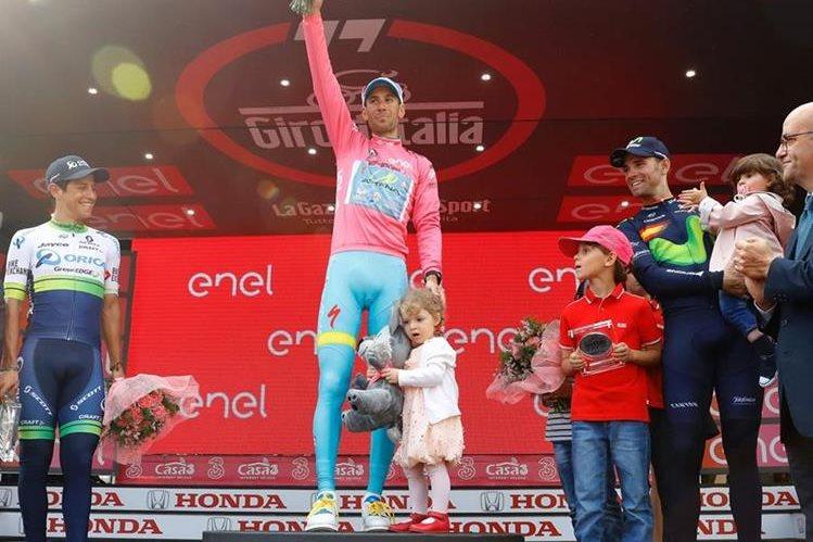 Nibali, Sanches y Valverde comparten el podio del Giro de Italia. (Foto Prensa Libre: AFP)