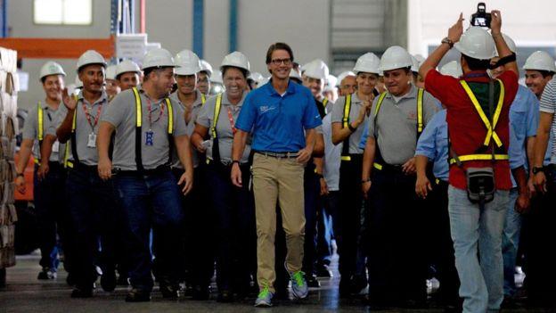 Los trabajadores de la empresa Polar suelen elogiar a su patrón, Lorenzo Mendoza. AFP