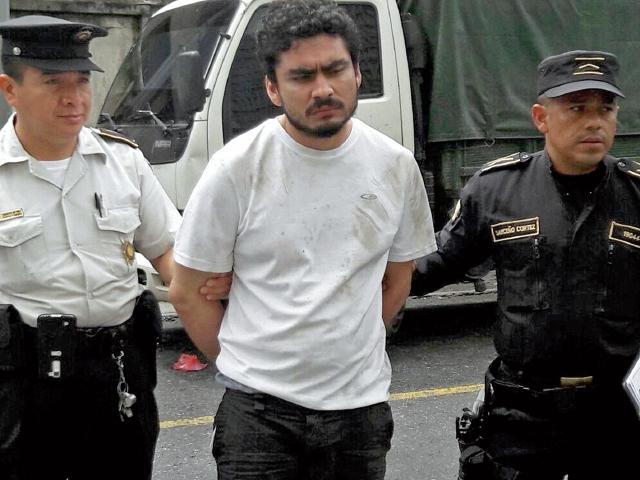 Rudy Francisco Quiroa, de 22 años, alias el Destructor, fue capturado en la 14 avenida y 5a calle, zona 1 capitalina, el 11 de junio último, durante un operativo masivo contra extorsionistas. (Foto Prensa Libre: Cortesía PNC)